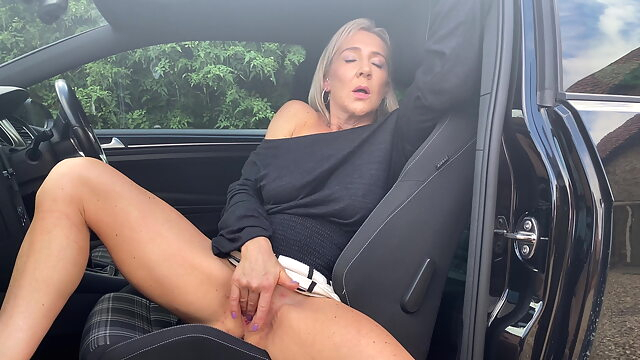 Hannah Fowlston masturbates.. amateur blonde fingering