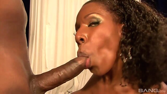 Thick chocolate booty gets fucked big ass big tits brunette