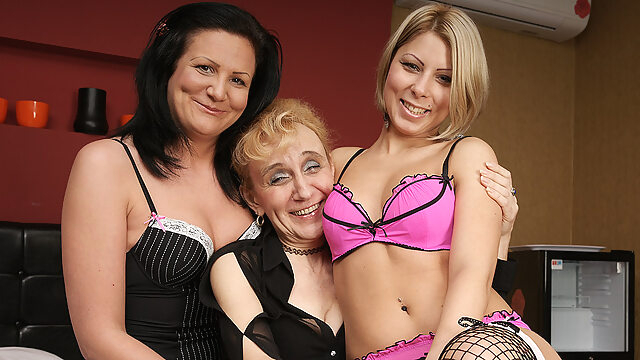 Three Old And Young Lesbians Making Each Other Wet - MatureNL big ass big tits cunnilingus